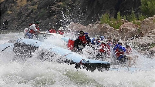 Prática do rafting é comum no Grand Canyon - Nicole Bengiveno/The New York Times