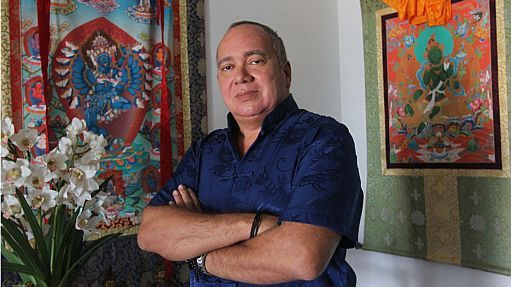Flavio Roberto de Souza, em seu apartamento de R$ 1 milhão, no Rio de Janeiro - Estadão