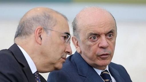 O ministro José Serra (dir.) conversa com o embaixador Marcos Galvão - Dida Sampaio/Estadão