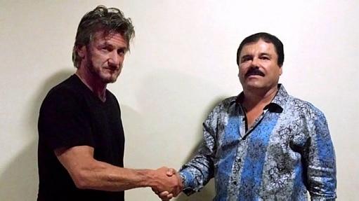 O narcotraficante Joaquín 'El Chapo' Guzmán cumprimenta Sean Penn - Divulgação