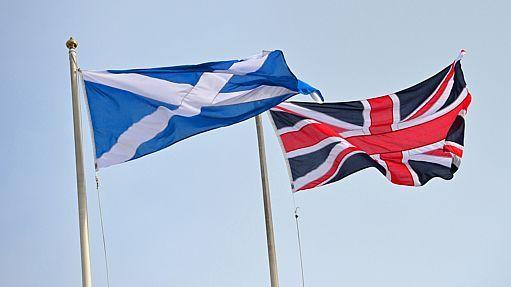 Bandeiras da Escócia e da Grã-Bretanha - AFP