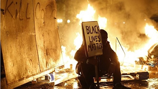 Protestos em Ferguson após júri  - Stephen Lam/Reuters