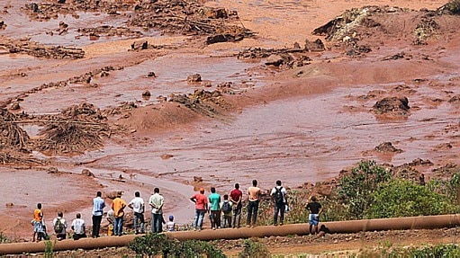 Duas barragens se romperam em Mariana (MG). O distrito de Bento Rodrigues foi invadido pela lama - Márcio Fernandes/Estadão