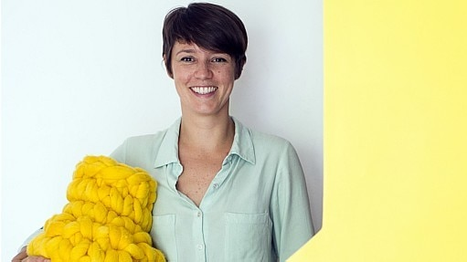 A designer Nicole Tomazi usa resíduos para fazer artesanato - Ramiro Furquim/Estadão