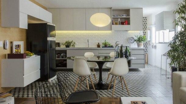 Zeca Wittner/Estadão - Cozinha em apartamento com projeto da Gema Arquitetura