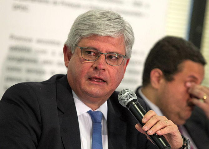 Janot descarta investigar citação a Dilma na Lava Jato