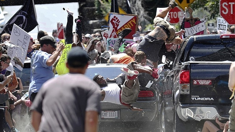 Centenas de pessoas entraram em confronto em Charlottesville, no Estado de Virginia - Foto: Ryan M. Kelly/The Daily Progress via AP