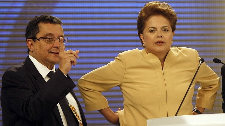 O marqueteiro João Santana orienta Dilma em debate na campanha de 2014 - José Patrício/Estadão Conteúdo