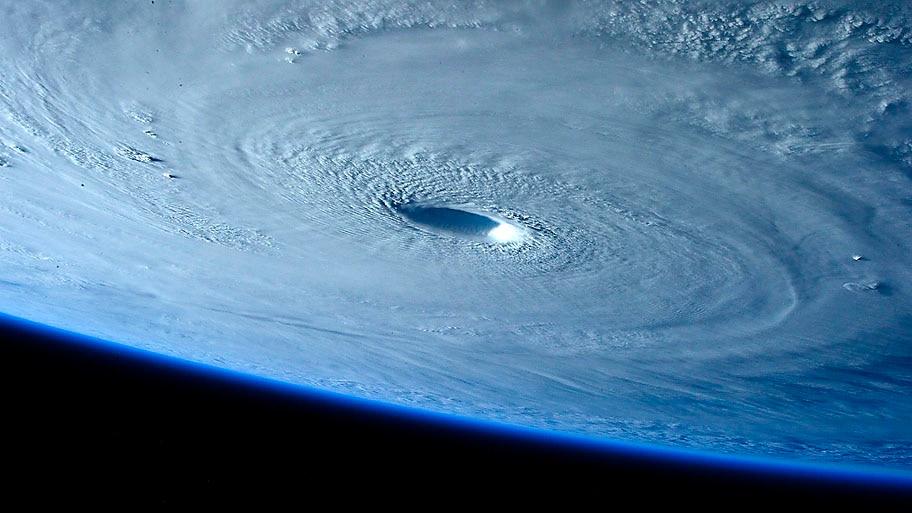 Samantha Cristoforetti/ESA/NASA  - Tufão Maysak visto do espaço sobre o Oceano Pacifico na região das Filipinas. Foto:Samantha Cristoforetti/ESA/NASA