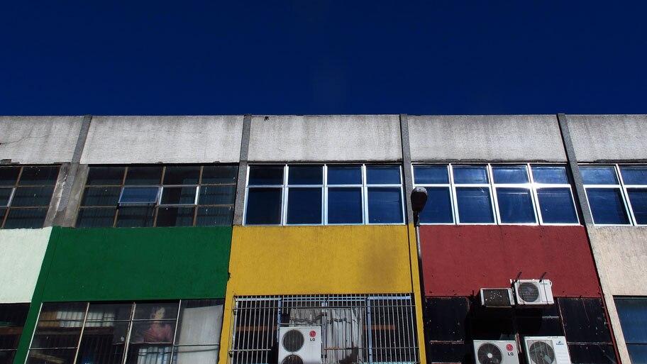 Hélvio Romero/Estadão - Fachada de lojas na Rua José Paulino, um dos maiores centro de compras por atacado de São Paulo. Foto: Hélvio Romero/Estadão