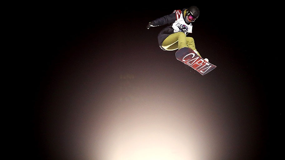 - A canadense Brooke Voigt participa das provas finais do Polartec Big Air, no Fenway Park, em Boston. Foto: Maddie Meyer / Getty Images / AFP
