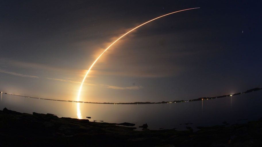 Craig Bailey/Florida Today/AP - Foguete SpaceX Falcon 9 com satélites de comunicação parte do Cabo Canaveral. Foto: Craig Bailey/Florida Today/AP