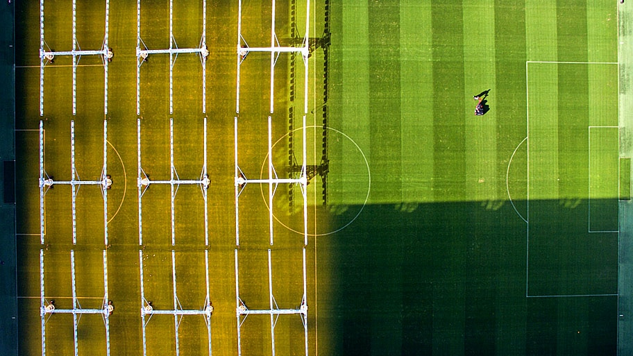 - Vista aérea do estádio do Wolfsburg, na Alemanha. Foto: Julian Stratenschulte /  AFP