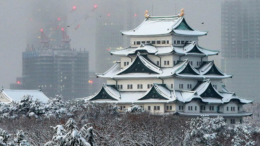 Jiji Press/AFP - Vista de um castelo em Nagoya, no Japão, onde a neve atingiu dois metros de altura. Foto: Jiji Press/AFP