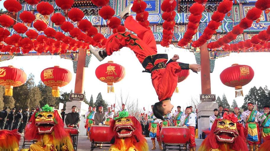 - Chineses comemoram o primeiro dia do calendário lunar no Parque Ditan, em Pequim. Foto: Wu Hong/EFE