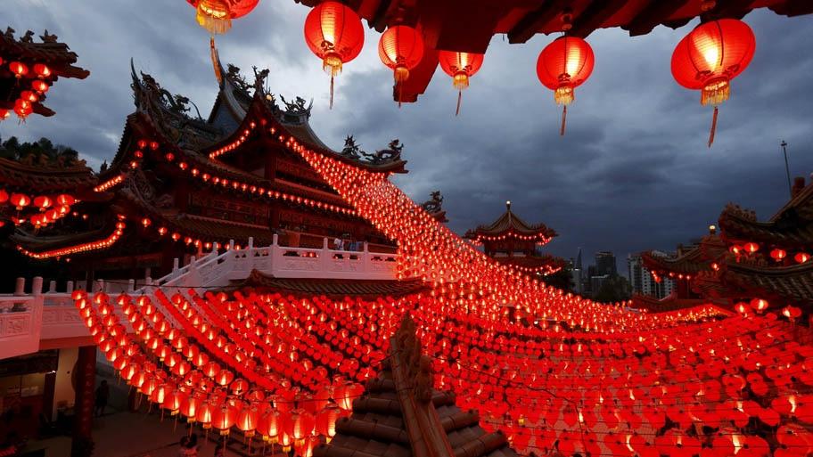 Foto: Olivia Harris/REUTERS - lanternas decoram templo para celebrar o Ano Novo Chinês em Kuala Lumpur, Malásia. Foto: Olivia Harris/REUTERS