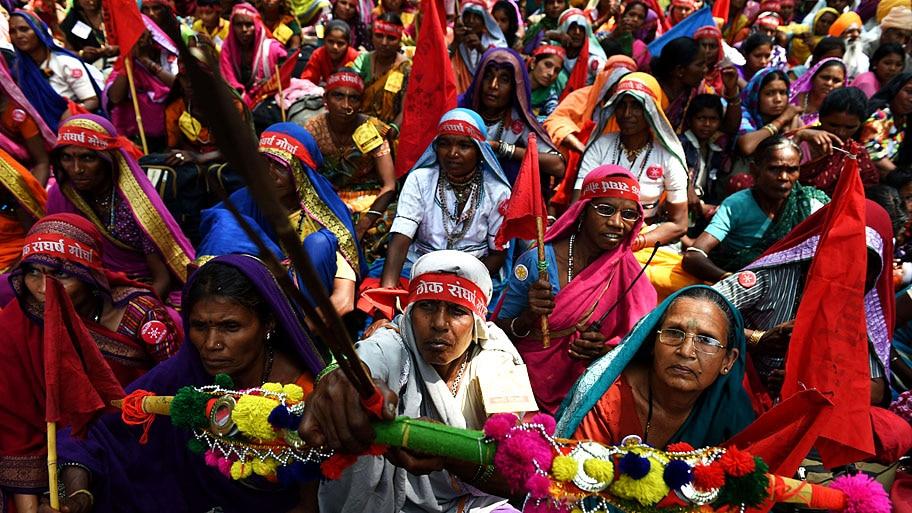 Money Sharma/AFP - Manifestantes indianas durante protesto por reforma agrária no país, em Nova Delhi. Foto: Money Sharma/AFP