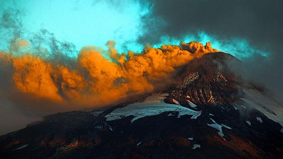 Sebastian Escobar/AFP - Vista do vulcão Villarrica, em Pucón, cerca de 800 km ao sul de Santiago. Parte do sul do Chile está em alerta laranja. Foto: Sebastian Escobar/AFP