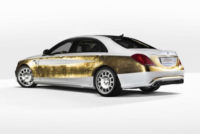 ouro está em partes dos bancos - revestidos de couro bicolor e com