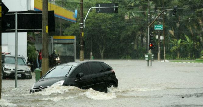 Enchentes causam estragos de até R$ 30 mil - Estadão