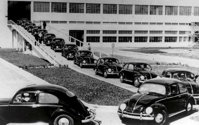Fusca saindo da linha de montagem - Volkswagen/Divulgação