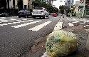 Coleta atrasa e lixo reciclável se acumula em SP