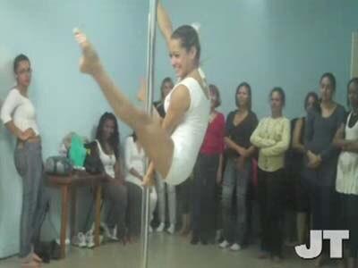 """Prefeitura oferece aulas de """"pole-dance"""""""