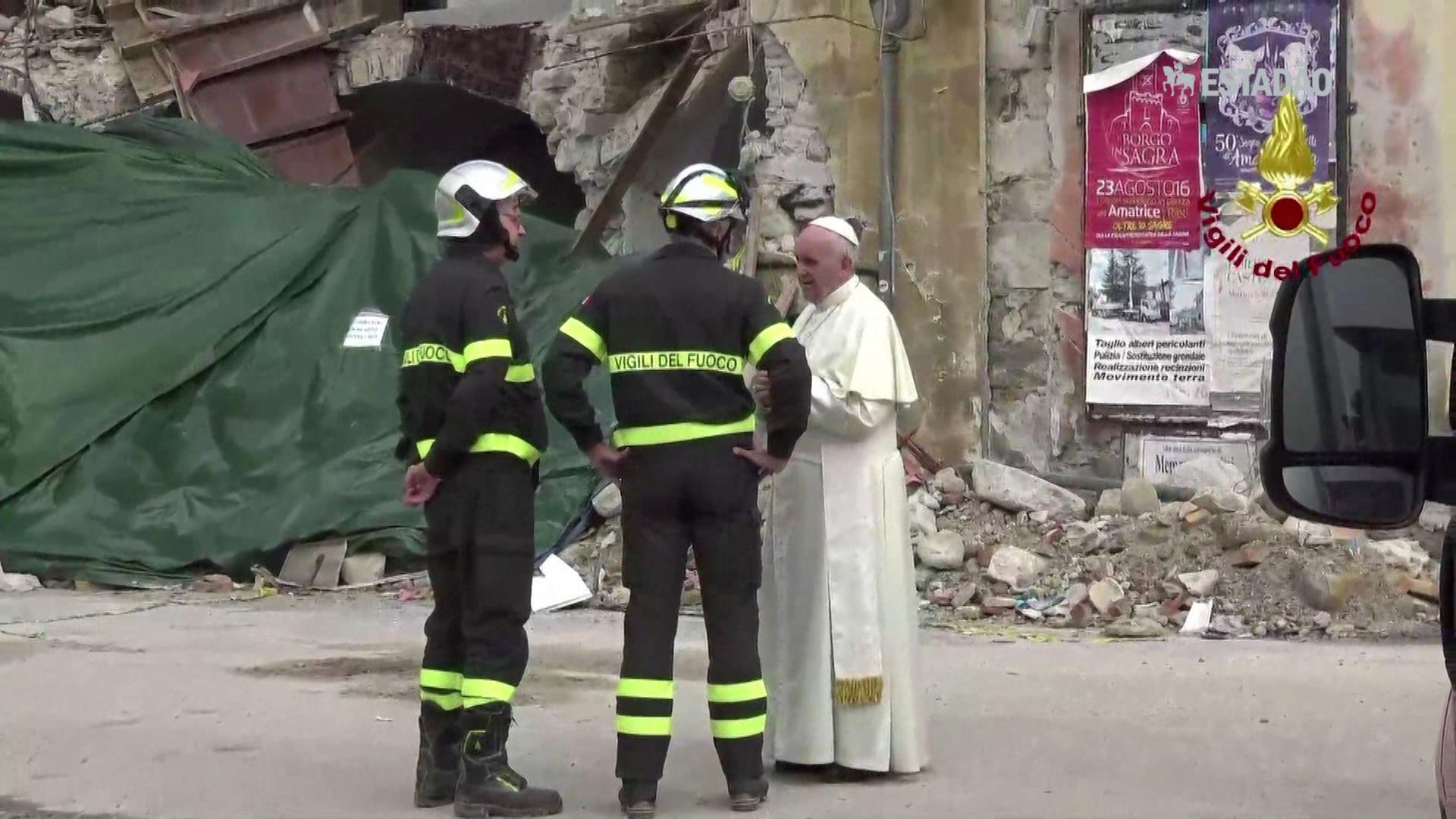 Papa faz viagem surpresa a Amatrice
