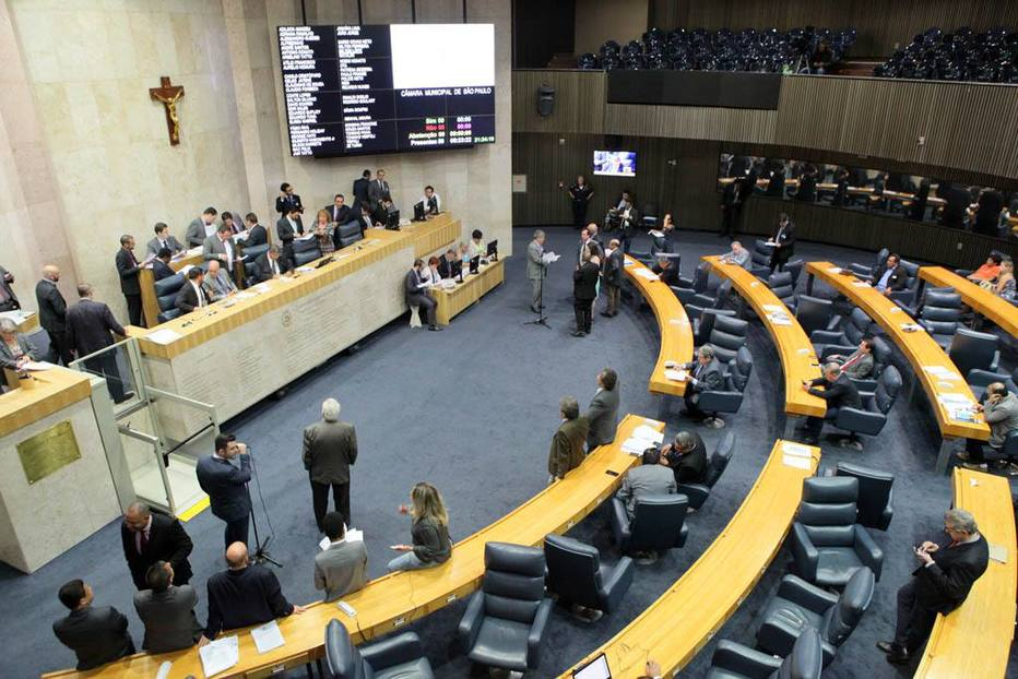 Vereadores de São Paulo aprovam 13º salário para si mesmos