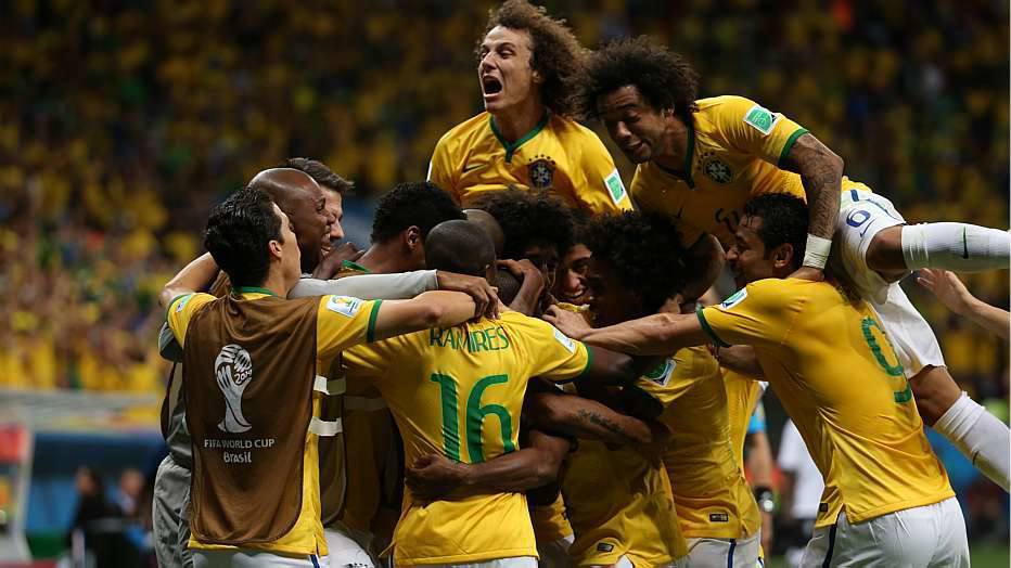 Diante do eliminado Camarões, o Brasil fez 4 a 1, com dois de Neymar, e garantiu a classificação em primeiro lugar no Grupo A.