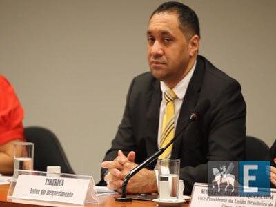 Tiririca preside sessão da Comissão de Educação