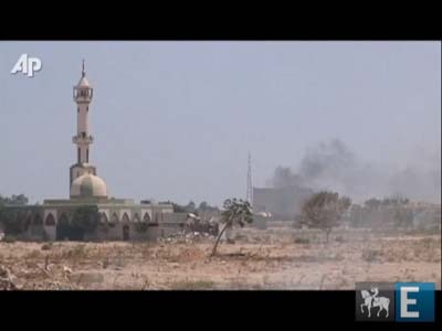 Rebeldes tomam principal complexo de Muamar Kadafi