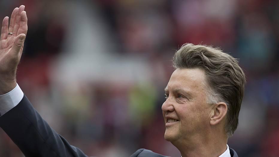 Mesmo comandado pelo holandês Louis van Gaal, o Manchester United não obteve êxito e foi derrotado na primeira rodada do Campeonato Inglês.