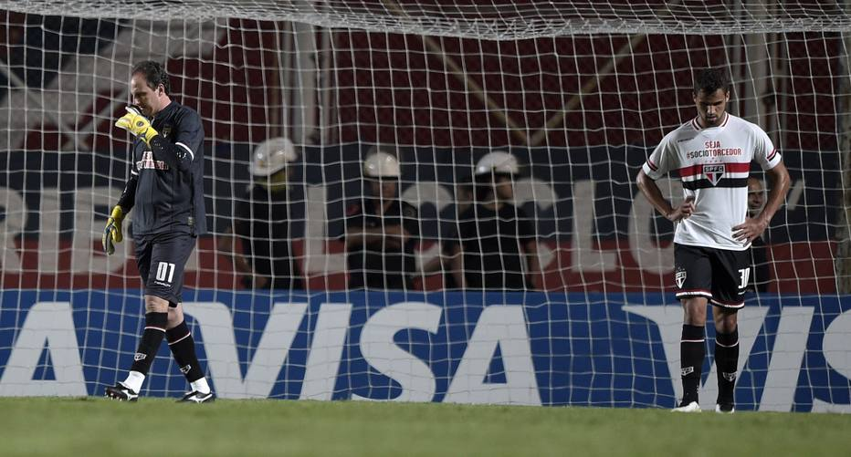 Jogando na Argentina, o São Paulo perdeu por 1 a 0 para o San Lorenzo, pela 4.ª rodada da Libertadores, empatando com os argentinosna segunda posição do Grupo 2, comseis pontos