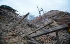 O número de mortos confirmados pelas autoridades do Nepal até aqui é de 1.130. Mais 34 mortos foram registrados no norte da Índia e um em Bangladesh. O terremoto foi superficial em termos de profundidade, o que intensificou sua força destrutiva