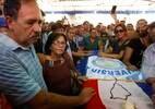 Amigos e parentes se despedem de Rodrigo Quintana, morto durante protestos em Assunção contra emenda à Constituição que restaura a reeleição presidencial no Paraguai