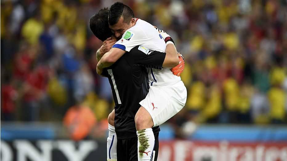 O técnico Del Bosque barrou Xavi Hernández e Piquè no time titular e promoveu as entradas de Pedro e Javi Martínez.
