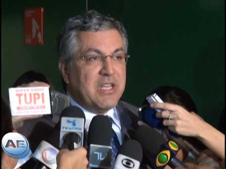 """Padilha critica """"boicote"""" a Mais Médicos"""