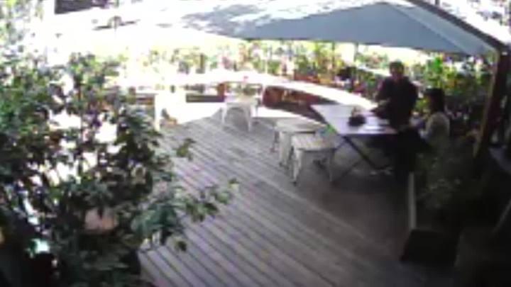 Investigador e estudante combinaram a ação em restaurante antes das agressões em loja