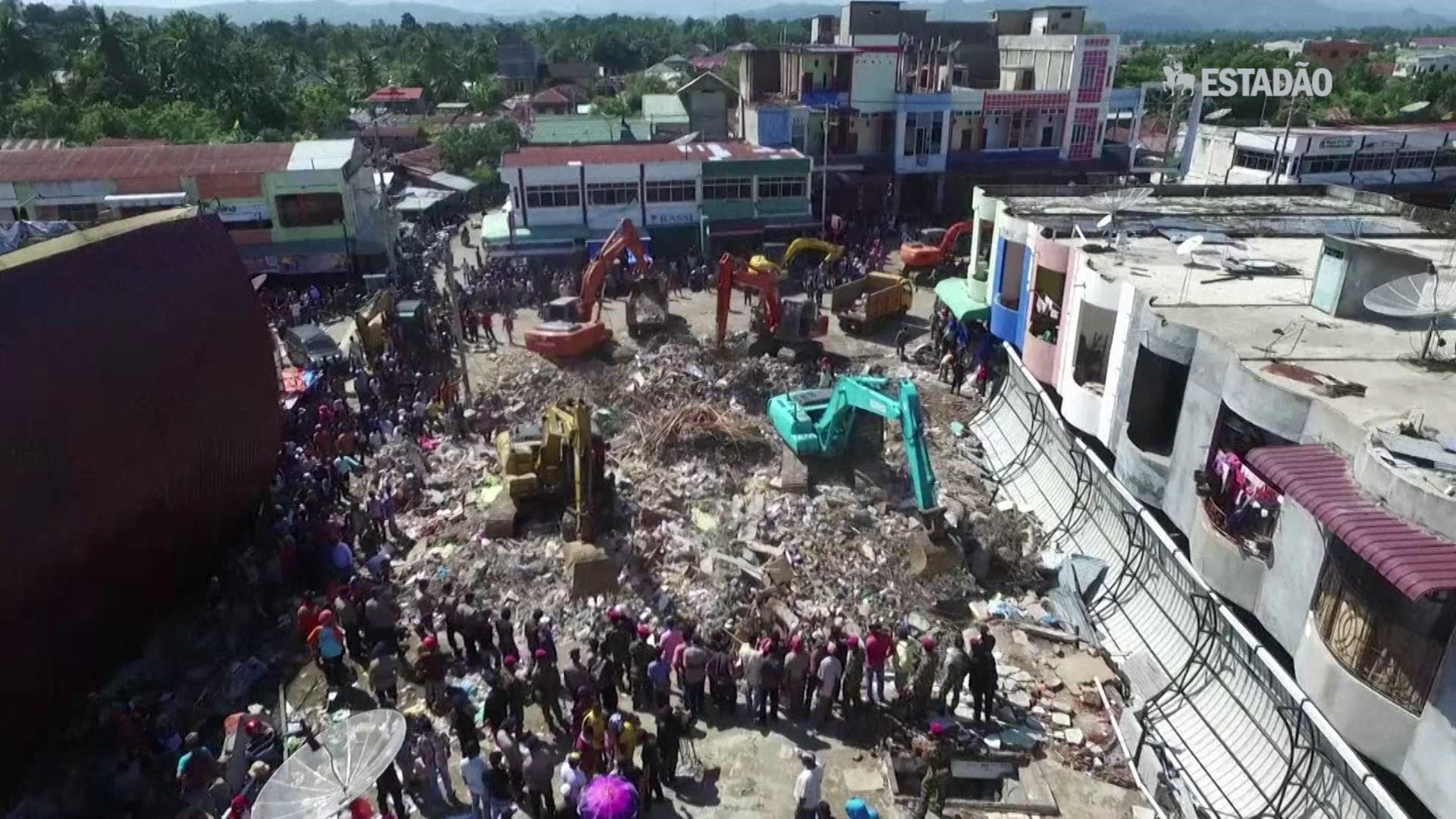 Imagens de drone mostram destruição após terremoto na Indonésia
