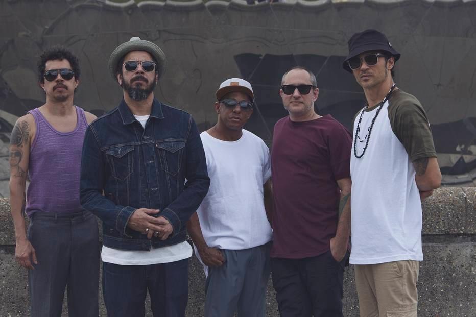 Nação Zumbi se aventura pelas músicas de Beatles, Tim Maia, David Bowie e Gilberto Gil em novo disco