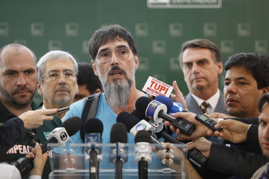 PMDB oficializa saída do governo da presidente Dilma ...