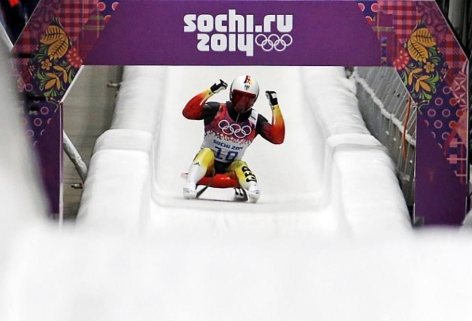 O alemão Felix Loch, do luge, conquistou a medalha de ouro após uma descida impecável no Centro de Sliding Sanki. Loch comemorou muito o tempo de 51,964 segundos.