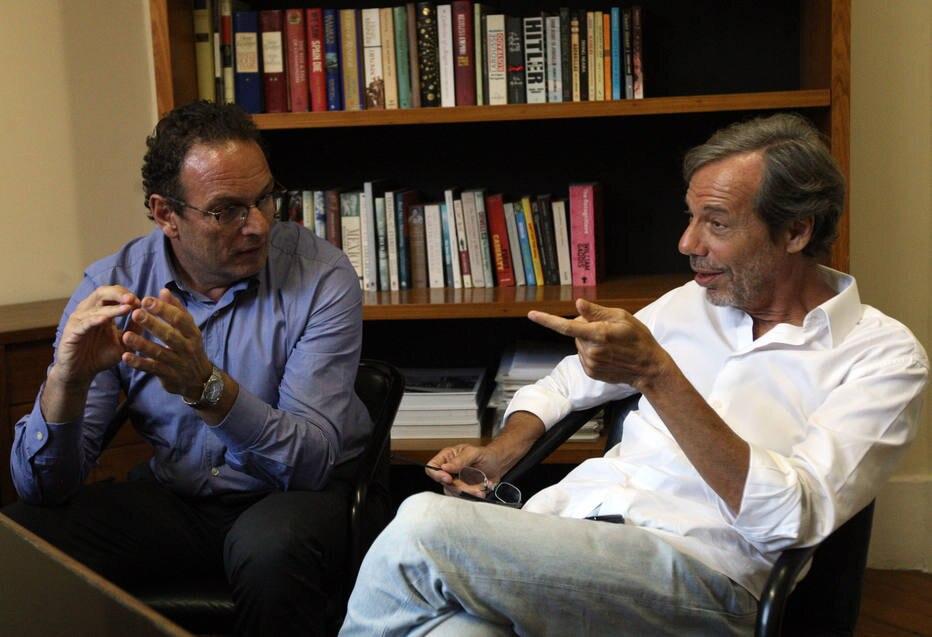 Fusão. Luiz Schwarcz (E) e Roberto Feith: novas funções