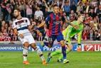 Neymar comemora seu gol na vitória sobre o Bayern de Munique pela semifinais da Liga dos Campeões. Foto:Reuters / Gustau Nacarino