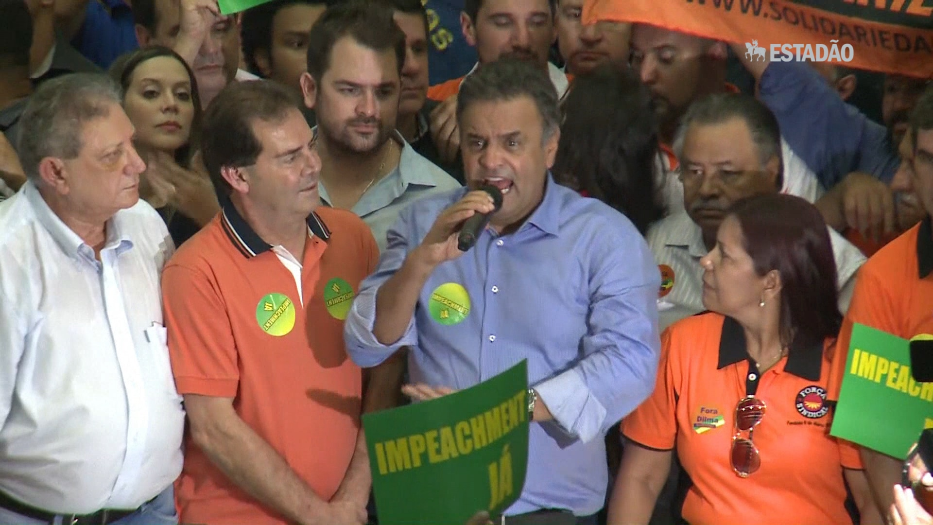 Aécio: 'Vamos dar uma chance ao Brasil'