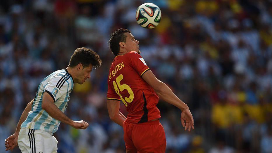 A defesa belga bem que tentou anular o ataque argentino, mas Messi e companhia tinham pressa para definir o jogo