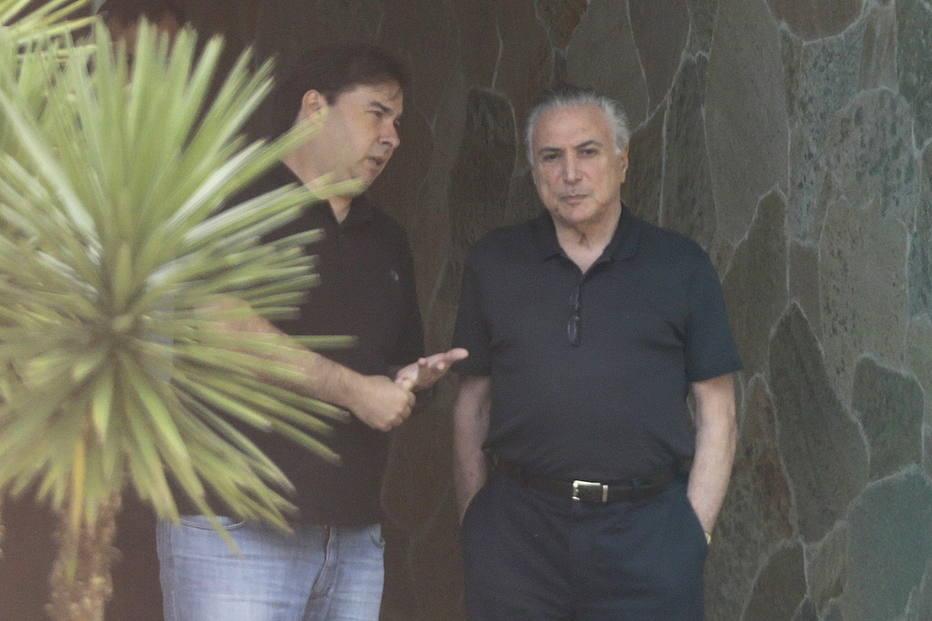 <CW-11><CS10> <MC>O presidente Michel Temer se reúne com Rodrigo Maia na residência oficial do presidente da Câmara dos Deputados