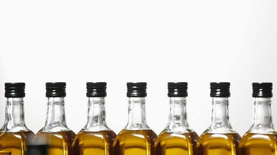 O consumo diário de 30 ml de azeite de oliva extra virgem é associado à regulação da pressão.