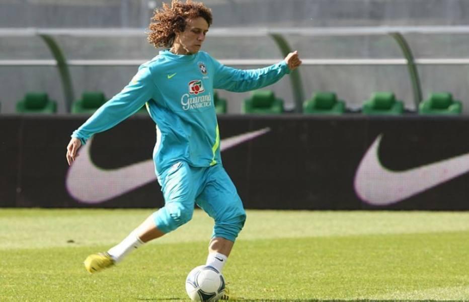 ZAGUEIRO: David Luiz, Chelsea (ING), 26 anos. Vive um momento muito bom em seu clube, inclusive jogando como volante em várias partidas - e muito bem, aliás